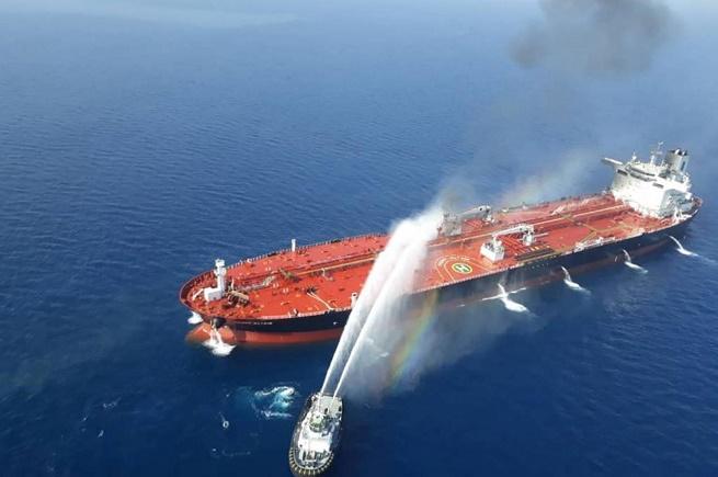 """هل تتحول """"معركة السفن"""" إلى حرب ضد إيران؟"""